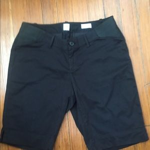 NWOT Gap Maternity Bermuda Shorts. True Black